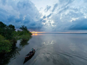 canoe-amazon-river-tapajos-green-stone-journeys-wellness-tours-brazil