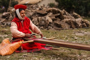 Woman_weaving_Sacred Valley